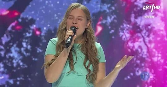 Vasario 9 d. Vilkaviškio vaikų ir jaunimo centro vokalistė Gustė Jacinkevičiūtė dalyvavo konkurse